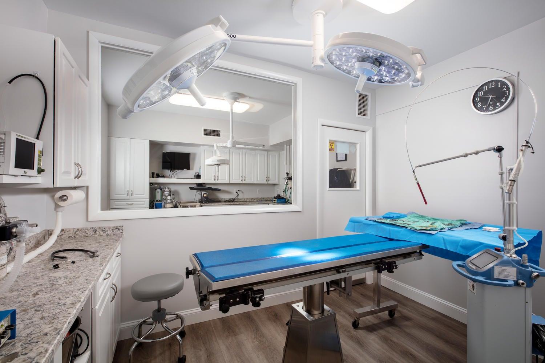 9-Surgery-Suite-1500x1000-72dpi.jpg